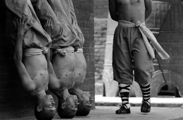 shaolin-monks-training-2