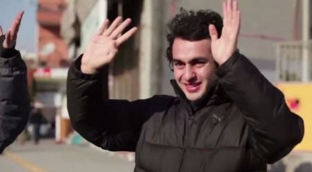 A whole neighborhood learned the sign language to make a surprise to their deaf neighbor