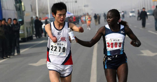The Jacqueline Kiplimo helps an athlete with a disability in the marathon and finishing second.