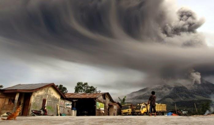 Mount Sinabung ash cloud