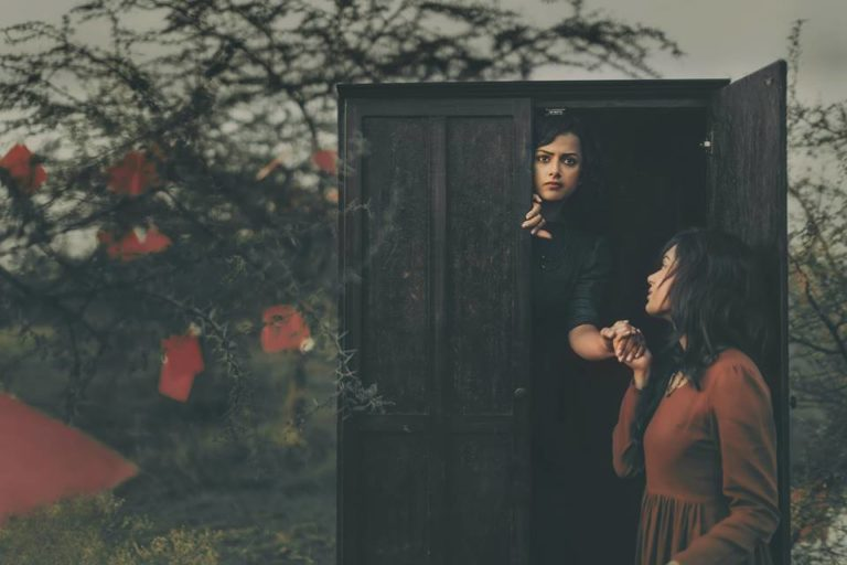 photographer-tells-tragic-indian-lesbian-story-through-30-heartbreaking-photos-3