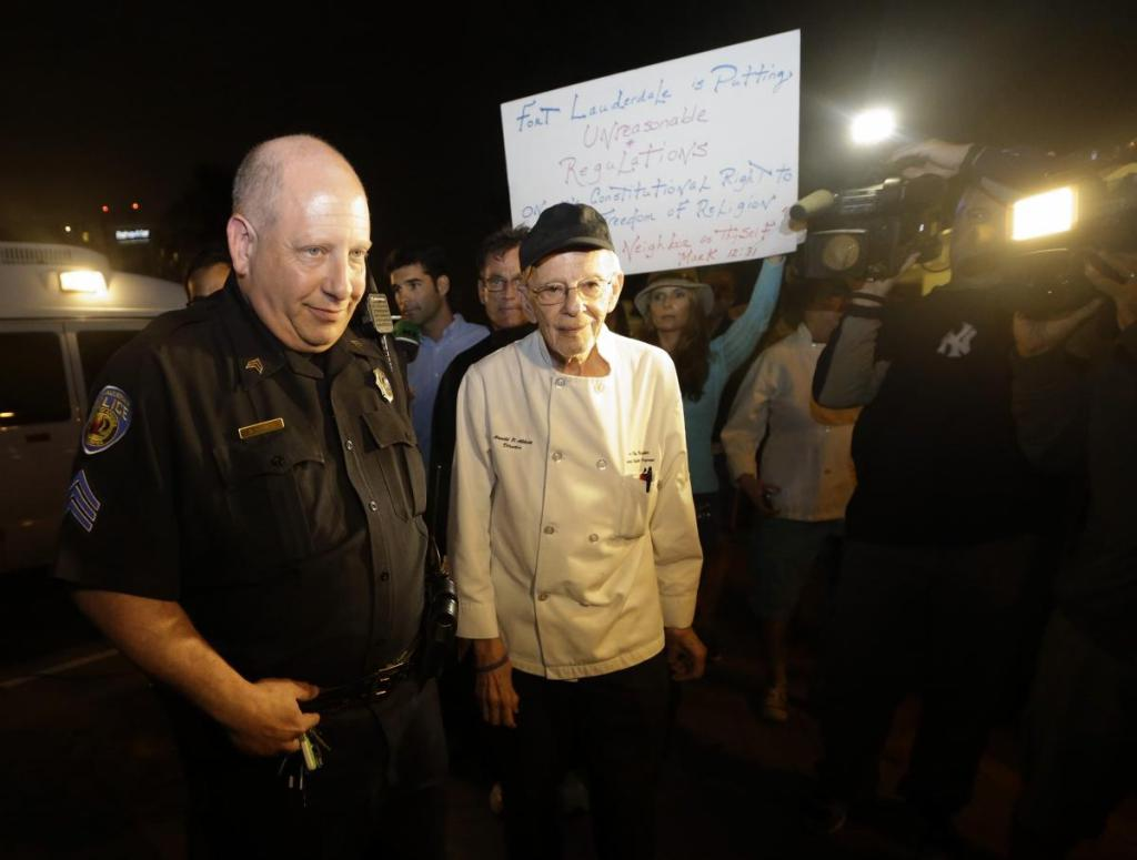 feeding-homeless-arrests