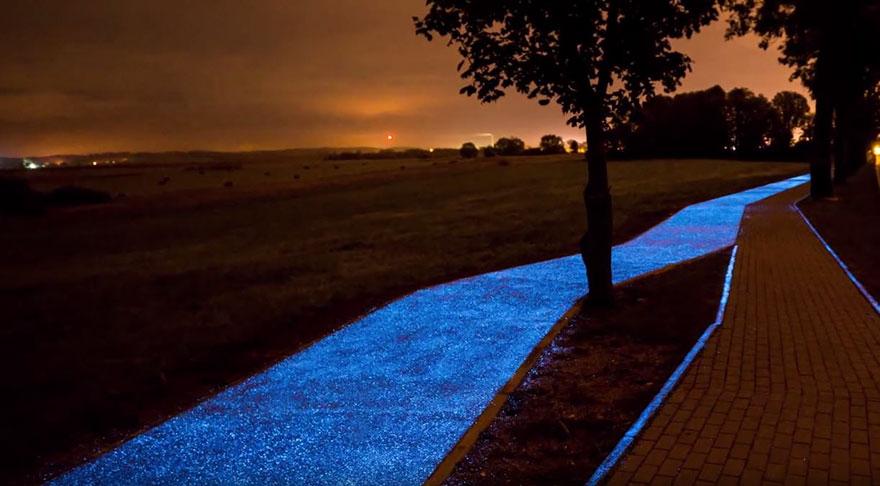 glowing-blue-bike-lane-tpa-instytut-badan-technicznych-poland-1