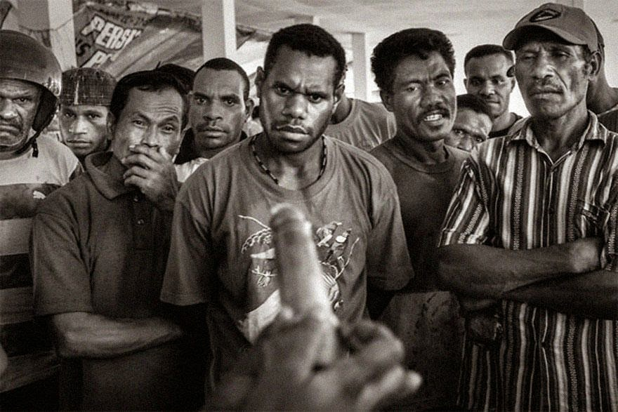 30 of the most powerful images of all time - Demonstration of condom usage at a public market in Jayapura, capital of Papua, 2009