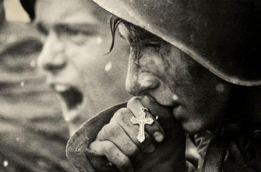30 of the most powerful images of all time - Russian soldiers preparing for the Battle of Kursk, July 1943