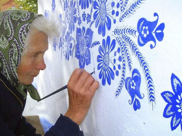 90 Year Old Czech Grandma Transforms a Village Into An Art Gallery.7