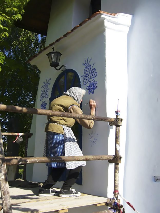 90 Year Old Czech Grandma Transforms a Village Into An Art Gallery.8