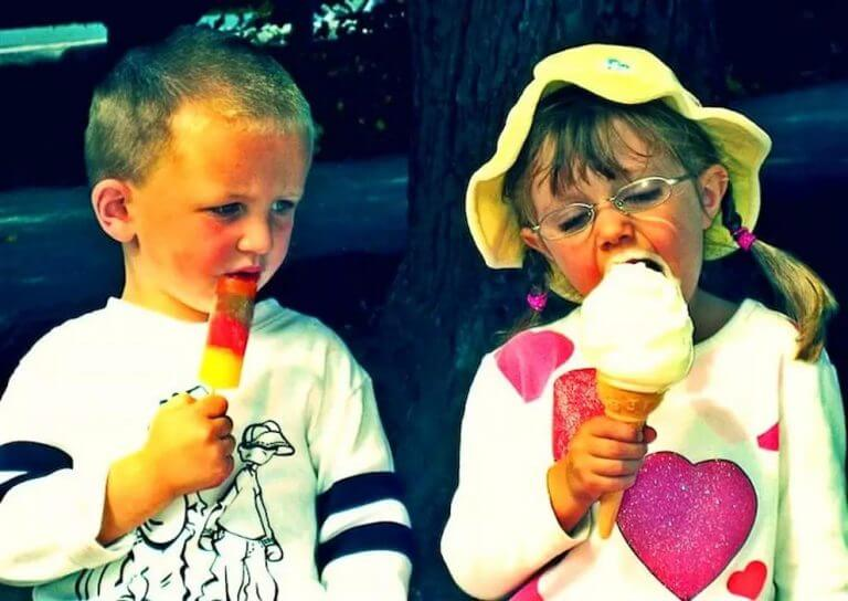 1. Kids usually end up being cuter, than embarrassed, as you can see the child here, looking so egregiously towards the ice cream, with his own popsicle lying there, forlorn