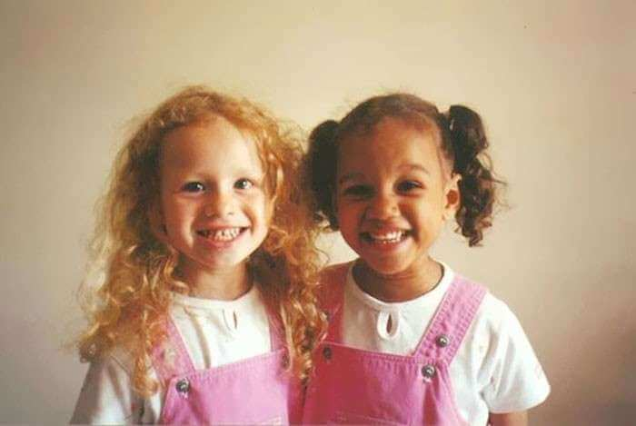 Beautiful Pictures Of The First Twin Sisters With Different Skin Colors Who Are 18 Years Old Today (10)