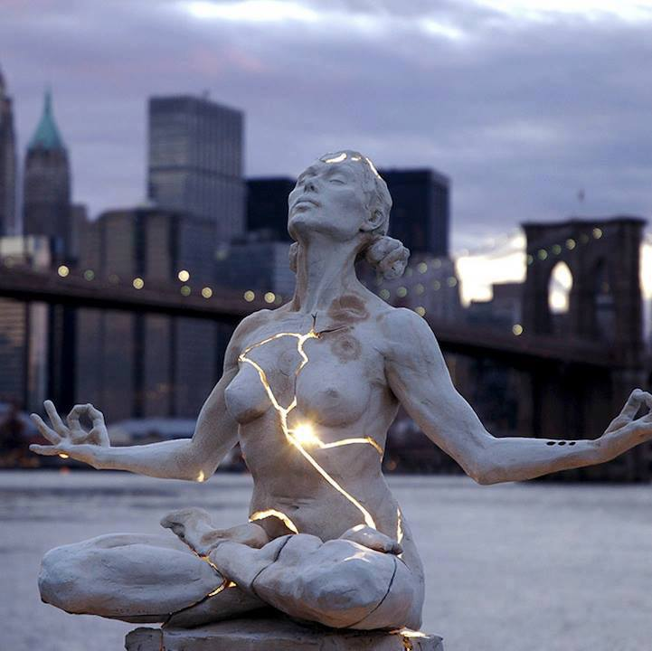 4. Expansion sculpture in Brooklyn Bridge.