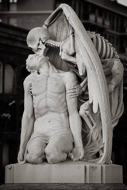9. Kiss of death, Poblenou Cemetery in Barcelona.
