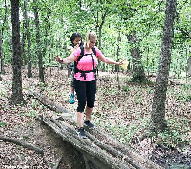 Teacher Carries Student with Cerebral Palsy on School Hiking Trip-2