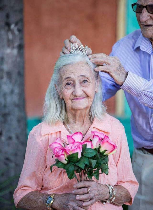 These Elderly Couple Photos Show That True Love Has No End-10
