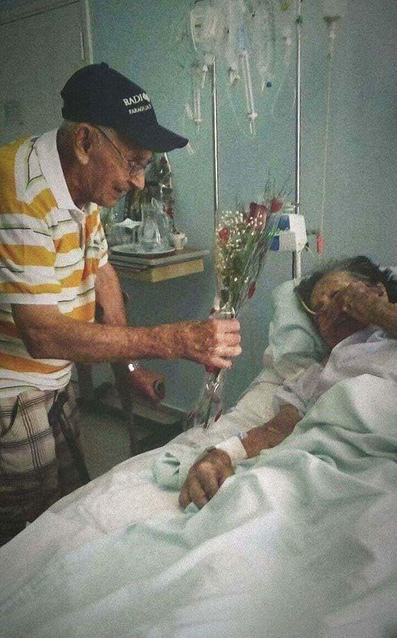 These Elderly Couple Photos Show That True Love Has No End-11