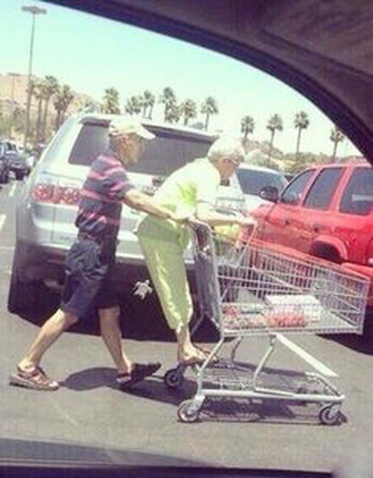 These Elderly Couple Photos Show That True Love Has No End-14