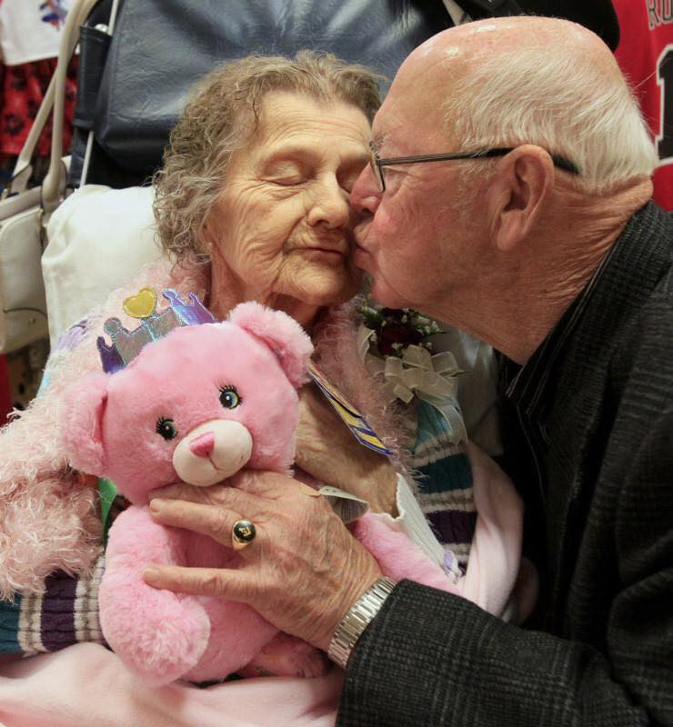 These Elderly Couple Photos Show That True Love Has No End-17