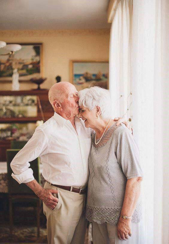 These Elderly Couple Photos Show That True Love Has No End-18