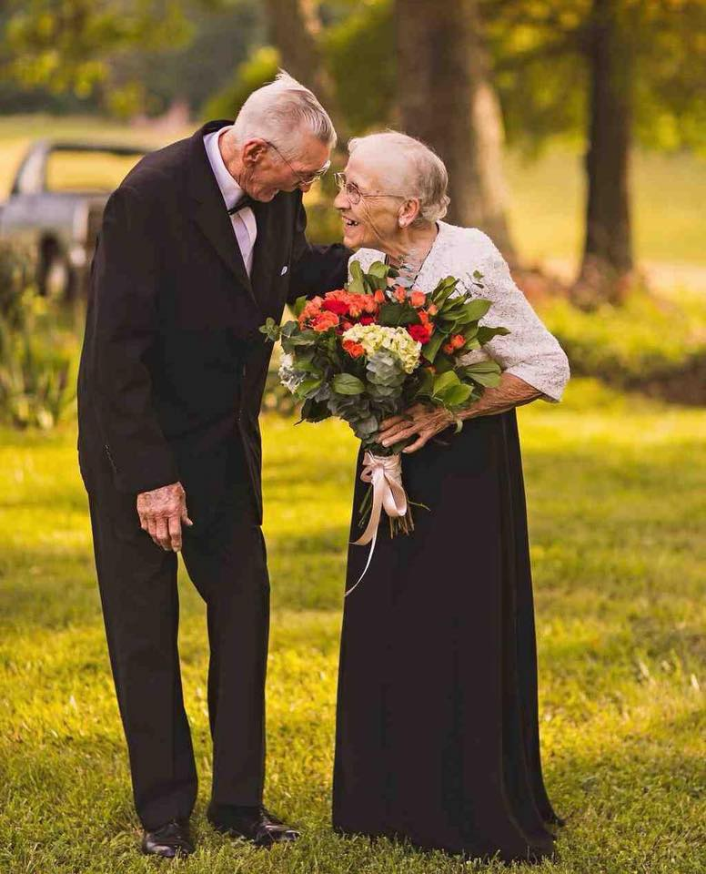 These Elderly Couple Photos Show That True Love Has No End-9