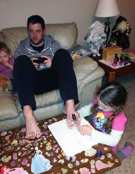 These Hilarious Dads Will Do ANYTHING For Their Daughters-16