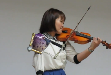 Manami Ito Impressive Video Of Amazing Woman Playing Violin With A Prosthetic Arm