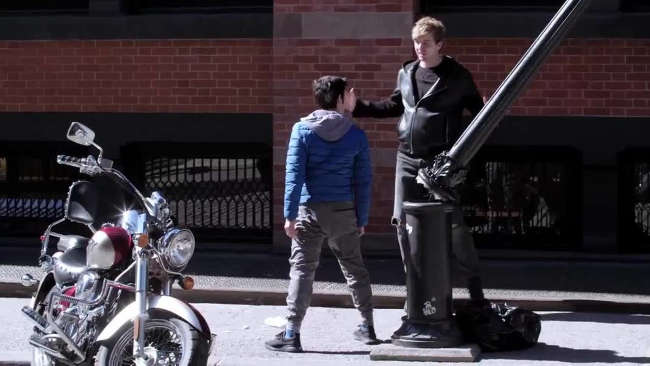 Bully Push A Nice Guy In New York Streets And He Instantly Regrets It-2