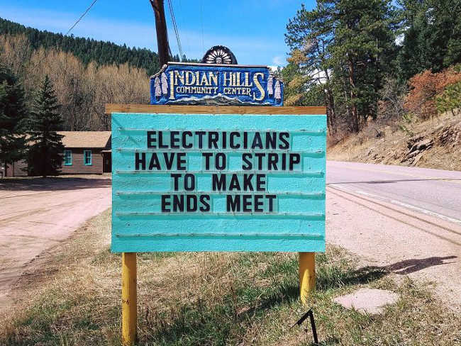 Funniest Signs Are Covering the Streets of Colorado - 19