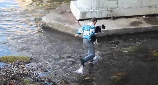 Man Climbs Down A Bridge On Nisava River To Rescue A Dog-3