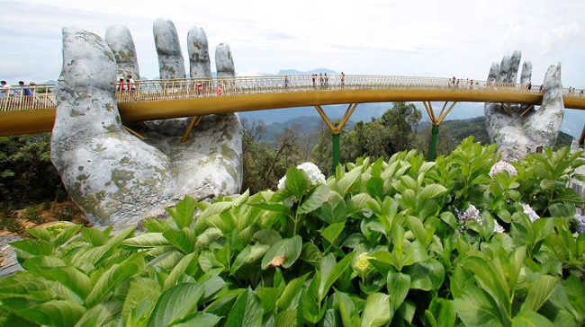 Spectacular Bridge in Vietnam Will Make You Feel like You Are in a Dreamland-3