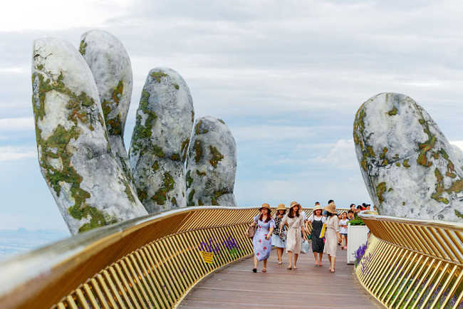 Spectacular Bridge in Vietnam Will Make You Feel like You Are in a Dreamland-8