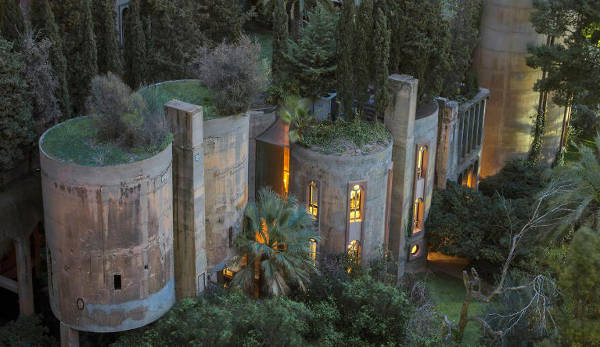 Architect Turns Old Cement Factory Into His Home, And The Interior Is Mindblowing - 1