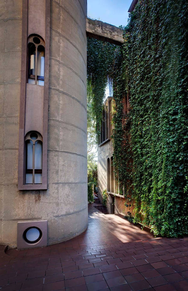 Architect Turns Old Cement Factory Into His Home, And The Interior Is Mindblowing - 18