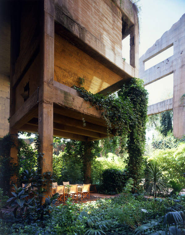 Architect Turns Old Cement Factory Into His Home, And The Interior Is Mindblowing - 4