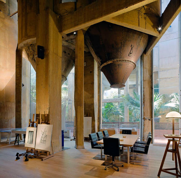Architect Turns Old Cement Factory Into His Home, And The Interior Is Mindblowing - 5