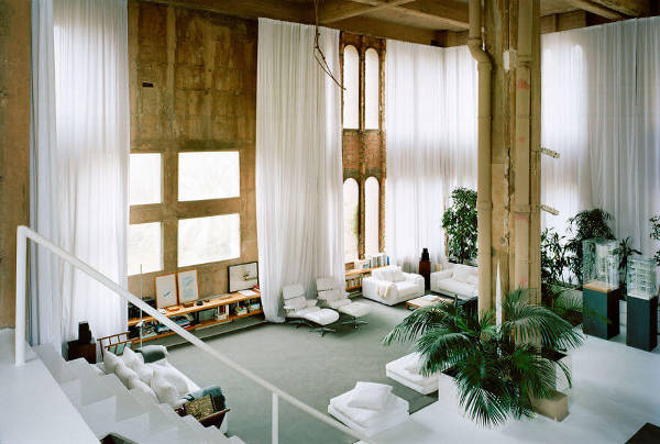 Architect Turns Old Cement Factory Into His Home, And The Interior Is Mindblowing - 9