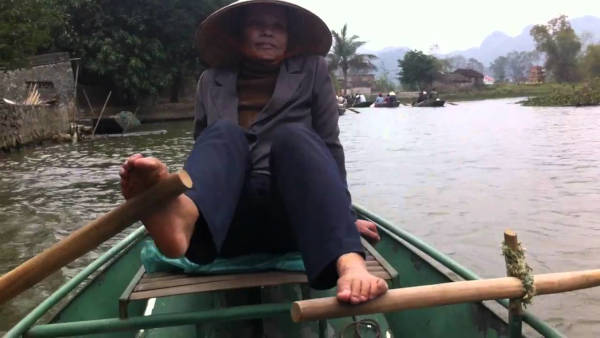 The Vietnamese Row With The Feet - 1