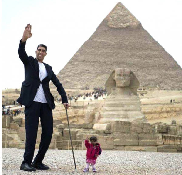 2. The World's Tallest Man With The World's Shortest Woman