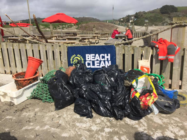 70-Year-Old Pat Smith Cleaned Up 52 Beaches in 2018 To Save Our Planet - 3