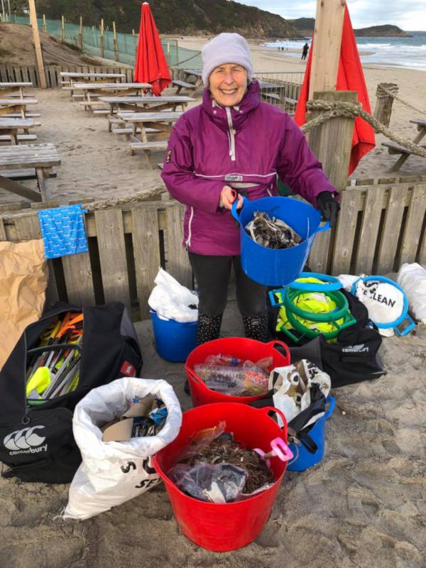 70-Year-Old Pat Smith Cleaned Up 52 Beaches in 2018 To Save Our Planet - 6