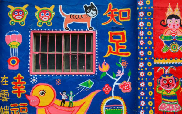 97-Year-Old-Grandpa-Save-His-Village-By-Painting-Colorful-Art-In-Buildings-2