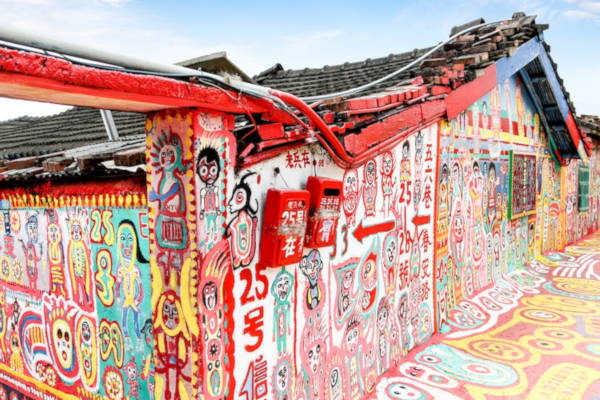 97-Year-Old-Grandpa-Save-His-Village-By-Painting-Colorful-Art-In-Buildings-8