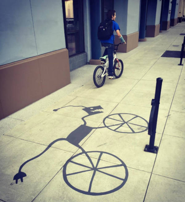 Creative Street Artist Adds Fake Shadows To Confuse People - 11