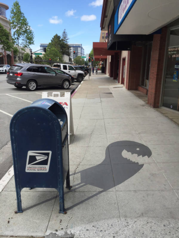 Creative Street Artist Adds Fake Shadows To Confuse People - 2