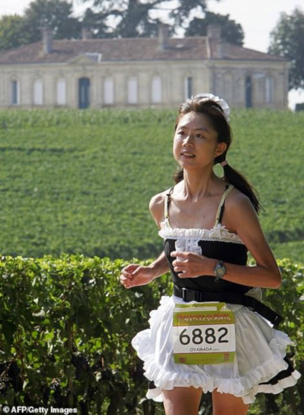 French Marathon Where Contestants Drink Wine And Eat Cheese - 3