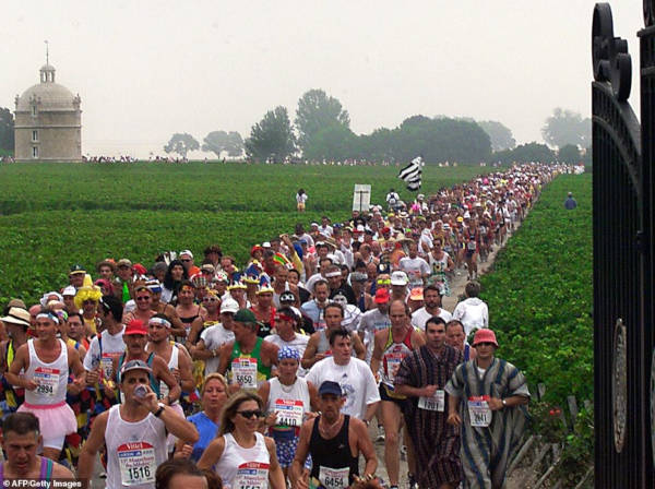 French Marathon Where Contestants Drink Wine And Eat Cheese - 9