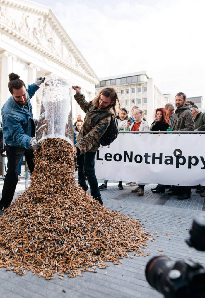 Volunteers Pick Up 300,000 Cigarette Butts In Brussels, Only In 3 Hours - 1