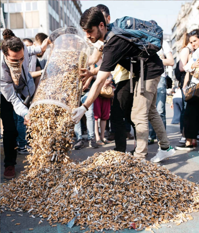 Volunteers Pick Up 300,000 Cigarette Butts In Brussels, Only In 3 Hours - 3