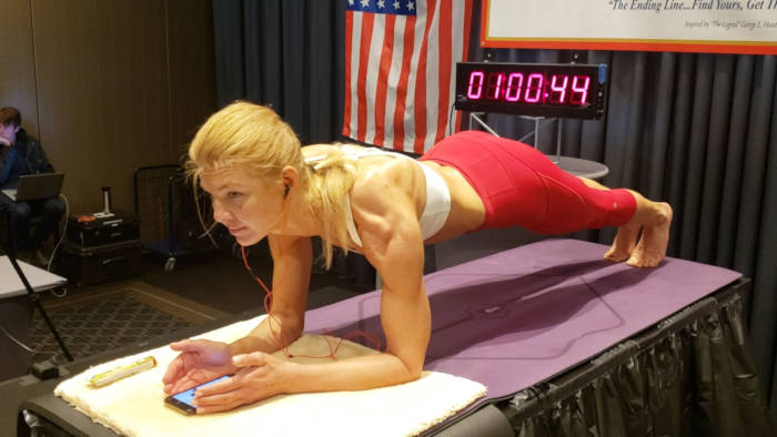 Dana Glowacka Holds Her Plank For 4hours To Break New World Record - 1