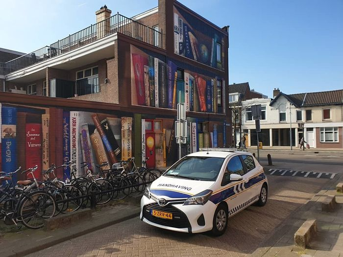 Dutch Artist Paints A Giant Bookcase On The Walls Of A Building And People Are Amazed - 14