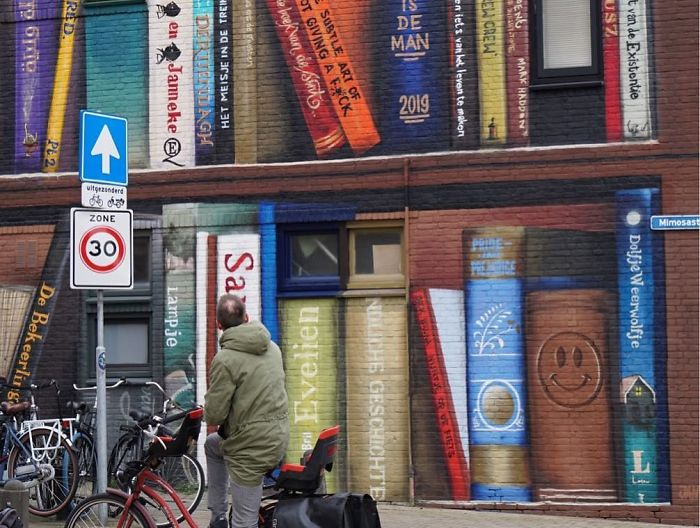 Dutch Artist Paints A Giant Bookcase On The Walls Of A Building And People Are Amazed - 2